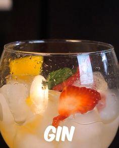 Sunset Gin Tônica   Essa dica pra preparar Gin tônica é uma delicia e super fácil. Gostaram? Comenta aí.  #bebidaliberada #gin #gintonic #ginlovers #gintonica #drink #drinks #bartender #bartenders