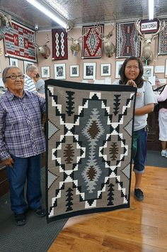 Native American Blanket, Native American Rugs, Native American Patterns, Native American Fashion, American Decor, American Indian Art, American Indians, Navajo Weaving, Navajo Rugs