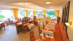 In unserem Restaurant beginnen Sie Ihren Tag mit einem leckeren Frühstück von unserem reichhaltigen Buffe Bad Bevensen, Hotel Berlin, Restaurant, Furniture, Home Decor, Homes, Decoration Home, Room Decor, Restaurants
