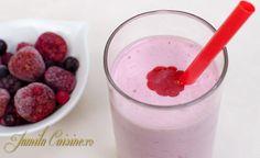 Milkshake de capsuni - reteta video Smoothie Diet, Smoothies, Frappe, Iced Coffee, Milkshake, Healthy Lifestyle, Oatmeal, Deserts, Youtube