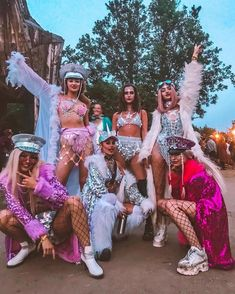 Outfit tomorroland Who's your festival SQUAD? Tag them ? Wearing our fav Who's your festival SQUAD? Tag them ? Wearing our fav # Festival Looks, Rave Festival, Festival Wear, Festival Fashion, Spring Festival, Cute Group Halloween Costumes, Halloween Kostüm, Halloween Outfits, Music Festival Outfits