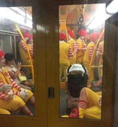 funny train filled with mcdonalds clowns as a grown man i'm terrified Stupid Memes, Stupid Funny, Hilarious, Memes Humor, Funny Images, Funny Photos, Image Cinema, Flipper, Bizarre