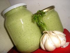 Ingredientes: 2 kg de cebola , 6 cabeça de alho , 1 copo de óleo , 1 colher de sal , 1/2 maço de salsinha