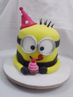 Bolo Minions by Neia Lucin #cake #bolominions #festainfantil #aniversario #bolo