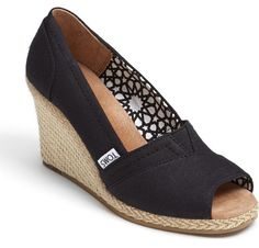 Best comfortable wedge sandals for summer | the Calypso canvas wedge by TOMS