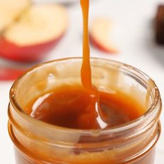 Homemade caramel sauce made with only 4 ingredients! Salted caramel sauce is the ultimate caramel topping for so many desserts! Everyone needs this recipe! Homemade Caramel Sauce, Salted Caramel Sauce, Caramel Recipes, Caramel Fudge, Salted Caramel Cake Filling Recipe, Recipe For Caramel, Salted Caramel Desserts, Dessert Sauces, Dessert Recipes