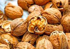 Tips For A Better Diet Walnuts for Weight Loss: How to Control Your Appetite in a Nutshell - Zap cravings and conquer overeating once and for all. Clean Eating Snacks, Healthy Snacks, Healthy Recipes, Healthy Tips, Curb Appetite, Appetite Control, Easy Diet Plan, Food Combining, Appetizers