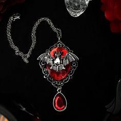 "Presto Store Art on Instagram: ""Colar Camafeu Morcego www.prestostoreart.com  #colar #camafeu #morcego #colarcamafeu #blood #artesanato #goth #gothic #goticas…"" Pendant Necklace, Store, Clothing, Black, Instagram, Jewelry, Book, Necklaces, Craft"
