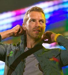 love when he pulls on his collar ; Coldplay O, Chris Martin Coldplay, Phil Harvey, Jonny Buckland, John Martin, Britpop, Dream Guy, Cool Bands, Viva La Vida