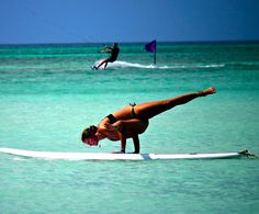 As new types of yoga continue to blossom and the popularity of paddle boards soar globally, the latest fitness fad which originated in the States and is now steadily taking hold of the world…SUP Yoga. Yoga Inspiration, Fitness Inspiration, Skinny Inspiration, Swing Yoga, Crossfit, Urban Dance, Mat Yoga, Sup Girl, Paddle Board Yoga
