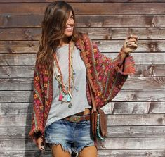 This Stylish bohemian boho chic outfits style ideas 52 image is part from 120 Stylish Casual Bohemian Boho Chic Outfits Style Ideas gallery and article, click read it bellow to see high resolutions quality image and another awesome image ideas. Hippie Style, Looks Hippie, Estilo Hippie Chic, Gypsy Style, Bohemian Style, Hippie Chic Outfits, Bohemian Outfit, Bohemian Fashion, Vetement Hippie Chic