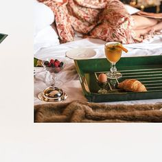 Luxury lacquered tray | CASATI | Breakfast IG view | CÔCO GIN | Serving tray | Luxury | BUTLERS TRAY