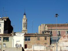 Vista del campanar de Sant Joan, des del pàrquing de l'Hort del Carme.