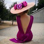 """Miss Daisy on Instagram: """"Sencillamente impresionante iba @mariatorreshowroom con su @rubindecelissombrereria Inspiración de sábado 🔝 . . . . . . #invitadaboda…"""""""