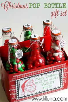 Christmas Pop Bottle Set. This is such a cute and easy Neighbor and Friend Christmas gift idea. { lilluna.com }