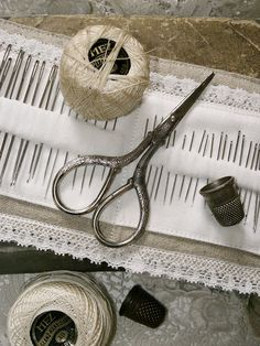 Vintage sewing: love this, especially the needle keeper