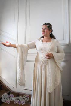 Vestido de novia medieval, tiara a juego Todos los derechos reservados