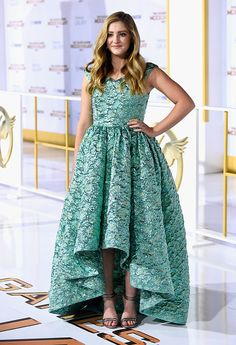 Willow Shields made others green with envy as she donned a breathtaking mint colored Christian Siriano Spring 2015 jacquard gown with a rise-and-fall hemline and lengthy train. The 14-year-old completed her fairytale look with glitter Stuart Weitzman 'Dizkeeptrack' sandals, a matching clutch and Jason of Beverly Hills jewelry.