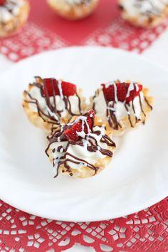 Strawberry Almond Cream Cups | www.reciperunner.com