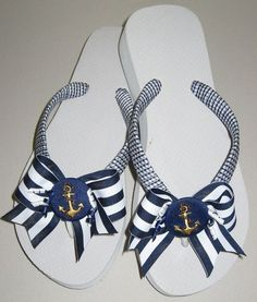 Decorated Slippers: Photos with tips for you to do at home. A indulgência feminina em Flip Flops Diy, Ribbon Flip Flops, Flip Flop Craft, Crochet Flip Flops, Bling Flip Flops, Wedge Flip Flops, Beach Flip Flops, Flip Flop Shoes, Decorating Flip Flops