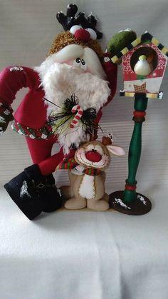 Christmas Gnome, Primitive Christmas, Christmas Stockings, Christmas Decorations, Holiday Decor, Snowman, Diy And Crafts, Santa, Lily