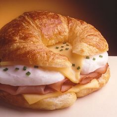 Egg and Ham Topped Croissant Sandwich Breakfast Bake, Breakfast Dishes, Breakfast Recipes, Breakfast Burritos, Croissant Breakfast Sandwich, Croissant Recipe, Cheese Croissant, Recipe Land, Dorm Food