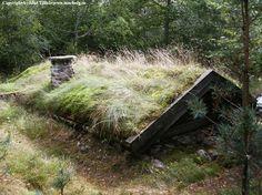Bunker Home, Earth Sheltered Homes, Hidden House, Living Roofs, Underground Homes, Natural Homes, Home On The Range, Floating House, Survival Shelter