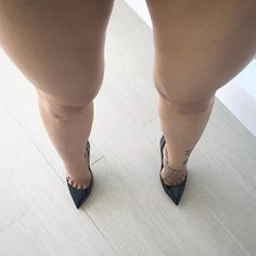 Lucyheels: black pumps,  toe cleavage, great legs, and  nice tat