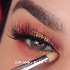 Easy and awesome eye makeup tutorials! Easy and awesome eye makeup tutorials! Simple Eye Makeup, Makeup For Green Eyes, Blue Eye Makeup, Eye Makeup Tips, Makeup Inspo, Simple Makeup Tutorial, Easy Makeup Looks, Makeup Products, Beauty Make-up