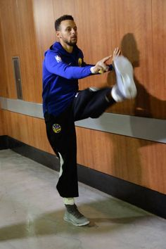 Stephen Curry of the Golden State Warriors stretches in the hallway before the game against the Los Angeles Lakers on November 29 2017 at STAPLES...