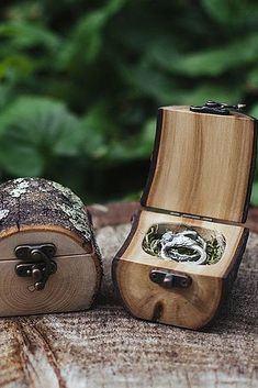 Natural Wood Log Ring Box by Jaccob McKay Studios, Melbourne Great for forest weddings, proposals/engagements or tooth fairy boxes! (How To Get Him To Propose Beautiful) Ring Pillows, Ring Bearer Pillows, Wedding Proposals, Marriage Proposals, Wooden Rings, Wooden Ring Box, Ring Verlobung, Wood Boxes, Diy Wood Box