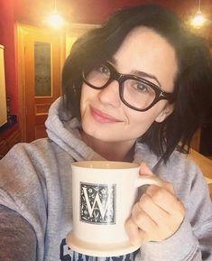 """Demi Lovato wearing glasses and no makeup. Demi Lovato Makeup, Demi Lovato Style, Demi Lovato Short Hair, Eye Makeup, Hair Makeup, Glasses Brands, Model Foto, Wearing Glasses, Reasons To Smile"