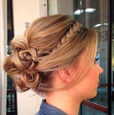 penteados ocom coque com trança para madrinha de casamento