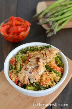 Roasted Red Pepper and Asparagus Quinoa - this easy, healthy dinner is absolutely delicious