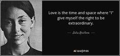 Julia Kristeva es una filósofa, teórica de la literatura y el feminismo, psicoanalista y escritora francesa de origen búlgaro. Se educó en un colegio francés y luego estudió lingüística en la Universidad de Sofía.
