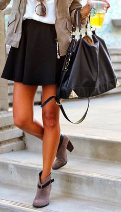 Classic black skirt outfit idea for casual daily look - Fashion Madame Coat Outfit, Looks Style, Look Chic, Mode Inspiration, Mode Style, Style Blog, Sweater Weather, Look Fashion, Fall Fashion