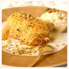 Το κανταΐφι μετά τον μπακλαβά είναι τα πιο αγαπημένα σιροπιαστά γλυκά και παραδοσιακά δεν λείπουν ποτέ από τα Greek Sweets, Greek Recipes, Baked Potato, Mashed Potatoes, Cabbage, Pasta, Vegetables, Cooking, Ethnic Recipes