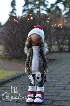 Авторская кукла Татьяны Александровой: LISA Оригинальная идея принадлежит Татьяне Коннэ. Рост куклы 46см., тело выполнено из кукольного трикотажа, наполнитель — холлофайбер, волосы - синтетический к...