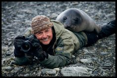 Photographer Art Wolfe and a Southern elephant seal weaner, South Georgia Island Animals And Pets, Funny Animals, Cute Animals, Animals Photos, Nature Animals, Wild Animals, National Geographic, Art Wolfe, Vida Animal