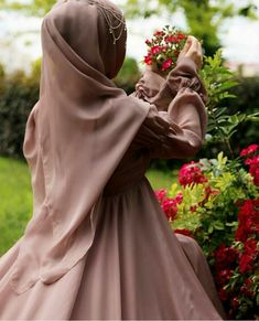 Image uploaded by Khamila Find images and videos about chechenka on We Heart It - the app to get lost in what you love. Arab Girls Hijab, Muslim Girls, Hijabi Girl, Girl Hijab, Hijabs, Hijab Hipster, Mode Turban, Stylish Hijab, Niqab Fashion