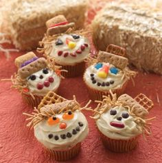 Smiling Scarecrow Cupcakes make for a happy Halloween. Smiling Scarecrow Cupcakes make for a happy Halloween. Fall Treats, Holiday Treats, Halloween Treats, Fall Halloween, Holiday Fun, Halloween Cupcakes, Halloween Party, Fall Party Treats For Kids, Happy Halloween