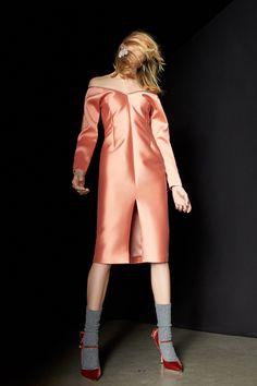 #Rochas  #fashion  #Koshchenets Rochas Pre-Fall 2017 Collection Photos - Vogue