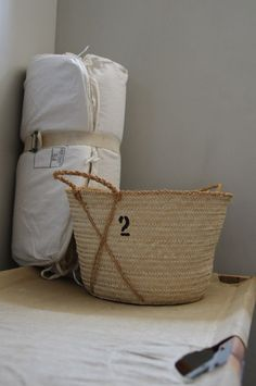 Book Simple Home Ibiza, Knitted Bags, Simple House, Home Crafts, Simple Designs, Home Accessories, Weaving, Reusable Tote Bags, Baskets