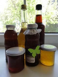 Bylinkové sirupy | recepty. Bylinkové sirupy jsou vhodné k užívání nejenom při nemoci, ale i ke slazení nápojů. Výroba je poměrně jed