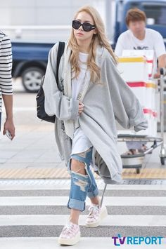[PHOTO] 140902 CL at Incheon Airport heading to NY 1 pic.twitter.com/DfcwZVlcXz