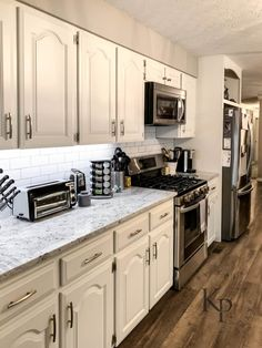 Modern And Trendy Kitchen Cabinets Ideas And Design Tips – Home Dcorz Cream Kitchen Cabinets, Honey Oak Cabinets, Kitchen Cabinet Colors, Painting Kitchen Cabinets, Kitchen Colors, Kitchen Counters, Island Kitchen, Refurbished Kitchen Cabinets, Kitchen Paint