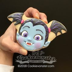 Hello there 🧛🏻‍♀️ Vampires can be cute too Kylie Birthday, Girl Birthday Themes, First Birthday Photos, Bday Girl, 2nd Birthday, Birthday Ideas, Super Cookies, Cookies For Kids, Halloween Treats For Kids