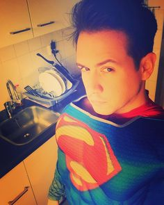 @balcetto knows how to wash the dishes at sperspeed ! #regram #superman . . . .#superhero #dc #dccomics #comic #geek #geektag #nerd #superheroe #deguisement #disfraz #disfraces #funidelia #fato #costume #costumi #Kostuem #party #photooftheday #fun #kitchen #selfie