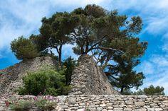 Vestige des remparts du village de Bonnieux