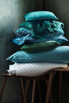 Pillows and Poufs, velvet, green, teal, H&M Home Turquoise Cottage, Vert Turquoise, H&m Home, Quilted Bedspreads, Velvet Cushions, Velvet Bedspread, Queen Quilt, Color Azul, Soft Furnishings